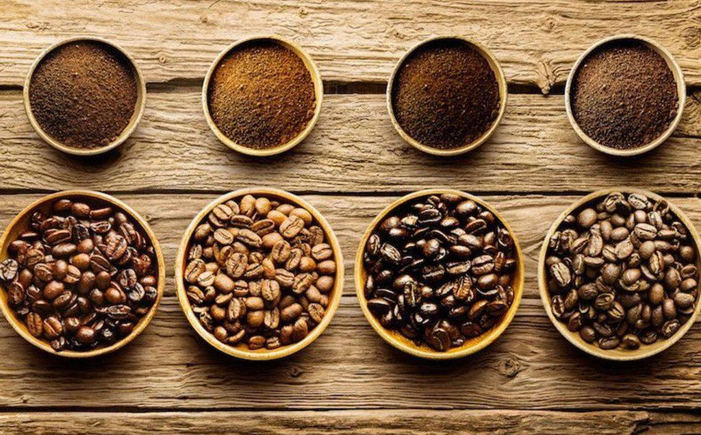 grãos de café e torras de café